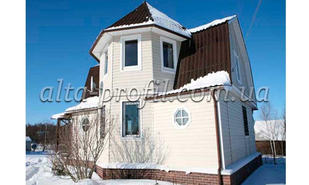 Облицовка фасада кремовым сайдингом от Альта-Профиль